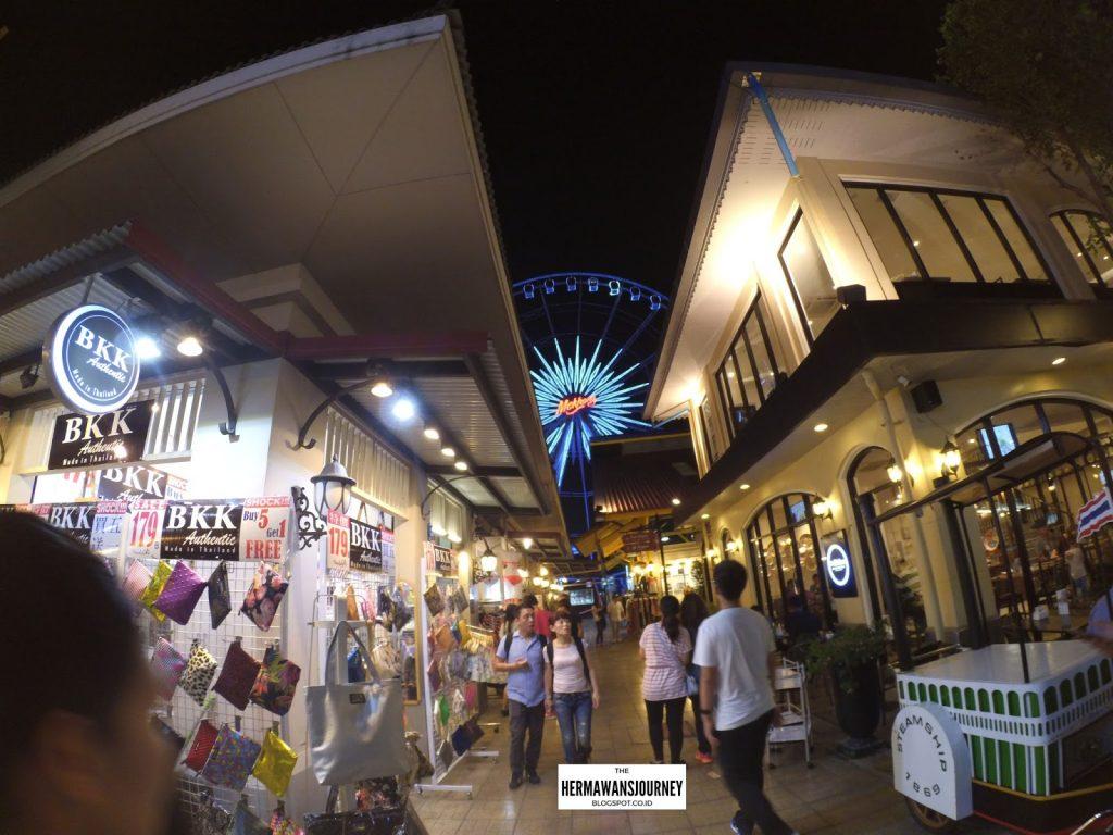 Wisata Thailand, Explore Thailand, Chatuchak Market, Pasar Chatuchak, Gems Gallery, Pattaya Walking Street, Wat Arun, Wat Pho, SUngai Chao Phraya, Asiatique, Cabaret Show, Big Bee, Pabrik Madu Thailand, 3d Art Gallery, Tempat Wisata Thailand